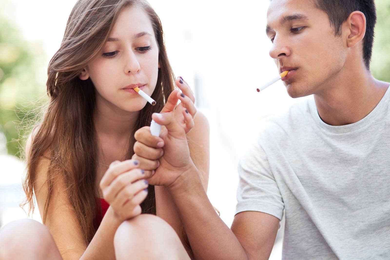 A dohányzás a felnőtté válás szimbóluma